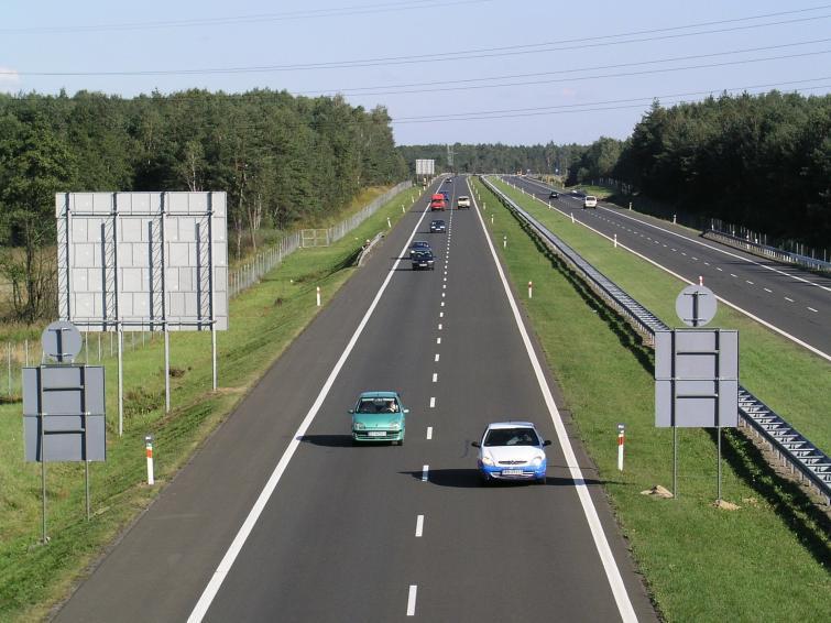 Jazda po autostradach - jakich błędów unikać? Poradnik