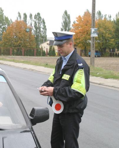 Fot. Krzysztof Szymczak: Brak ubezpieczenia OC grozi nie tylko mandatem 50-złotowym. Właściciel pojazdu może zapłacić nawet 2 tys. zł. kary.