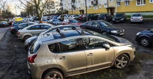 Parkowanie we wspólnocie mieszkaniowej. Jak uniknąć konfliktów, gdy miejsc jest mniej niż aut?