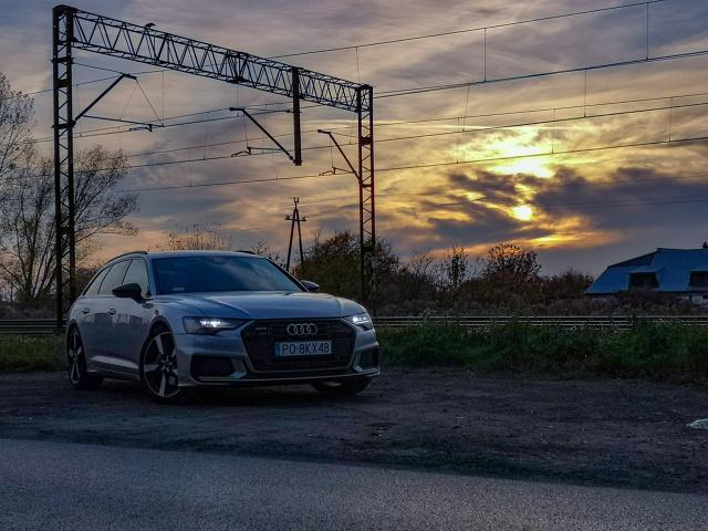 Audi A6 Avant od zawsze uchodziło za jeden ze wzorów rodzinnych, luksusowych kombi. Zawsze było nowoczesne, komfortowe, bardzo przestronne i nierzadko piekielnie szybkie. Co prawda z szybkością w testowanym modelu nie zawsze było po drodze, ale wszystkie inne cechy były aż nadto odczuwalne.  Fot. Kamil Rogala