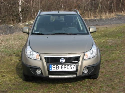 Fot. Tomasz Szmandra: Fiat Sedici tylko logiem i detalami odróżnia się od Suzuki SX4