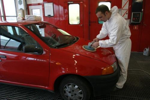 Fot. Grzegorz Mehring: Największe kontrowersje między producentem a użytkownikiem dotyczą realizacji gwarancji na powłokę lakierniczą i korozję perforacyjną. Posiadacz samochodu z uszkodzonym lakierem chce z reguły wymiany auta na nowe, a gwarant proponuj