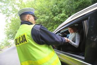 Dowód rejestracyjny i polisa OC. Tych dokumentów dotyczą najnowsze przepisy