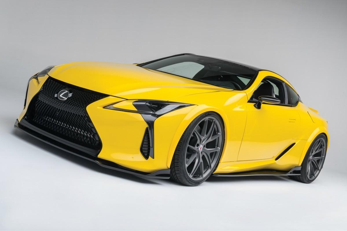 Lexus LC 500  Flagowe coupé Lexusa, wykorzystujące nową platformę GA-L, trafi do sprzedaży wiosną przyszłego roku w dwóch wersjach silnikowych. Hybrydowy Lexus LC 500h będzie dostępny z nową jednostką Multi Stage Hybrid System, wyposażoną w 3,5-litrowy silnik V6 i dwa silniki elektryczne, zaś Lexusa LC 500 napędzać będzie pięciolitrowy silnik V8 z zastosowaną po raz pierwszy w samochodzie luksusowym 10-biegową przekładnią automatyczną.  Fot. Lexus