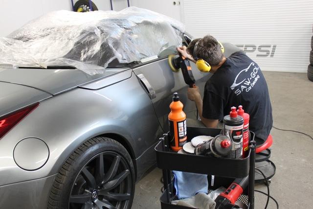 """Usługa detalingu zyskuje coraz więcej fanów, bowiem taka """"kuracja odmładzająca"""" może przynieść widoczne zmiany w wyglądzie naszego samochodu.  Fot. Konrad Grobel"""