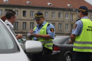 Miliony złotych mandatów, czyli za co straż miejska karze kierowców?