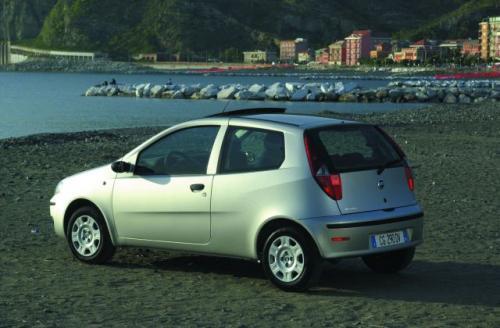 Fot. Fiat: Punto oferowane jest z nadwoziem 3-lub 5-drzwiowym. Bardziej praktyczna jest wersja 5-drzwiowa.