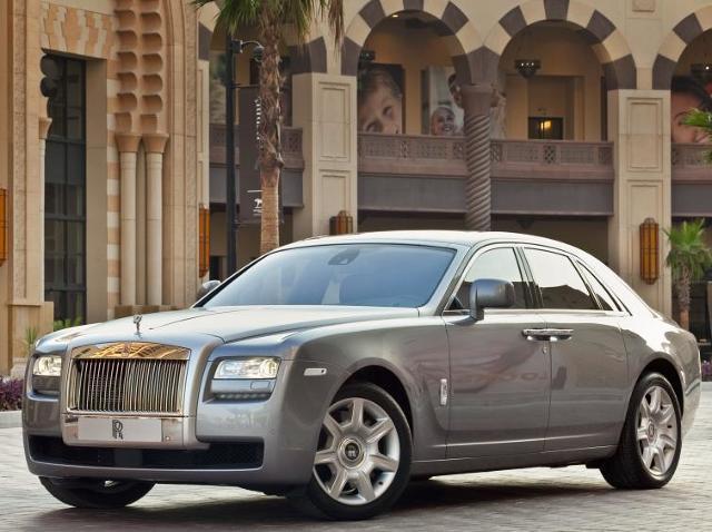 Rolls-Royce ogłasza akcję naprawczą - Ghost może się zapalić