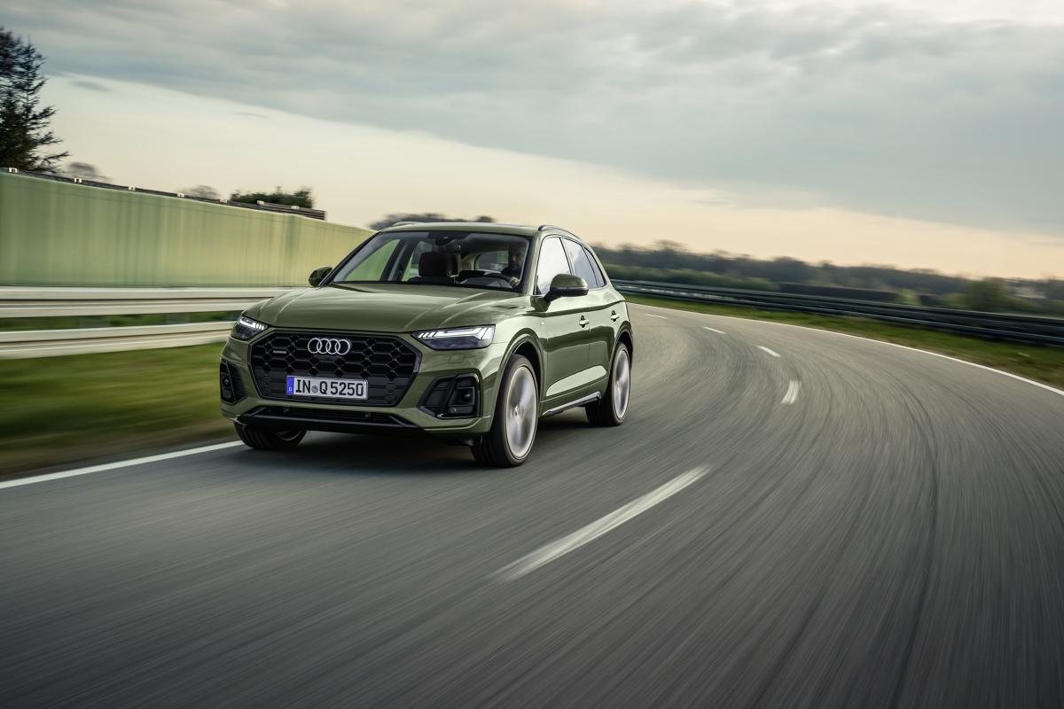 Audi Q5  Pojazd ma teraz 4,68 m długości, o 19 mm więcej niż poprzednik. Nie zmieniła się szerokość (bez lusterek bocznych) 1,89 m i wysokość 1,66 m. Duży rozstaw osi wynoszący 2,82 m gwarantuje dużo miejsca we wnętrzu.  Fot. Audi