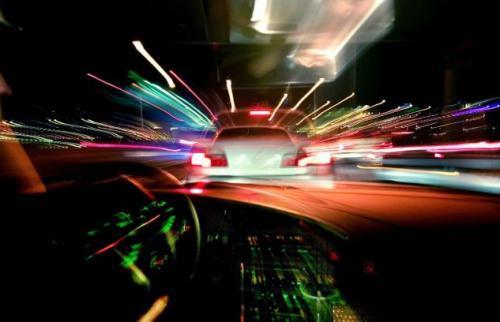 Fot. Saab: Podczas jazdy uwagie kierowcy bywa rozproszona. Jest to przyczyną wielu wypadków.