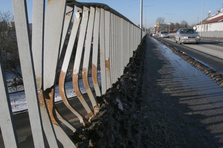 Rdza na nowym wiadukcie w Kielcach