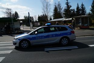 Koronawirus w Polsce. Czy można pojechać swoim samochodem na cmentarz?