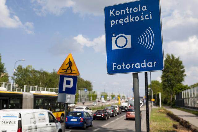 W 2019 r. wystawiono 717 tys. mandatów w wyniku zarejestrowania przez fotoradary naruszeń przepisów ruchu drogowego, To o 285 000 więcej niż w 2018 r. W ubiegłym roku rekordzista przekroczył dopuszczalną prędkość o 149 km/h.  Fot. Szymon Starnawski