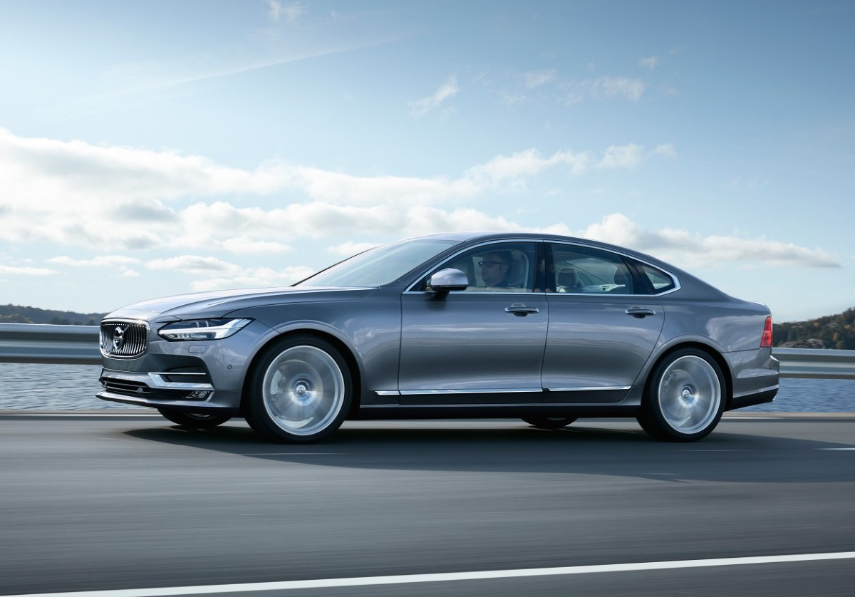 W 2015 roku Volvo sprzedało 503 127 aut. To najlepszy wynik w 89-letniej historii tej marki. Przełamanie bariery pół miliona aut było możliwe dzięki dużemu popytowi na flagowego SUV-a – XC90. To także zasługa głębokich zmian w firmie dotyczących działań operacyjnych, finansów oraz nowej strategii produktowej.  fot. Volvo
