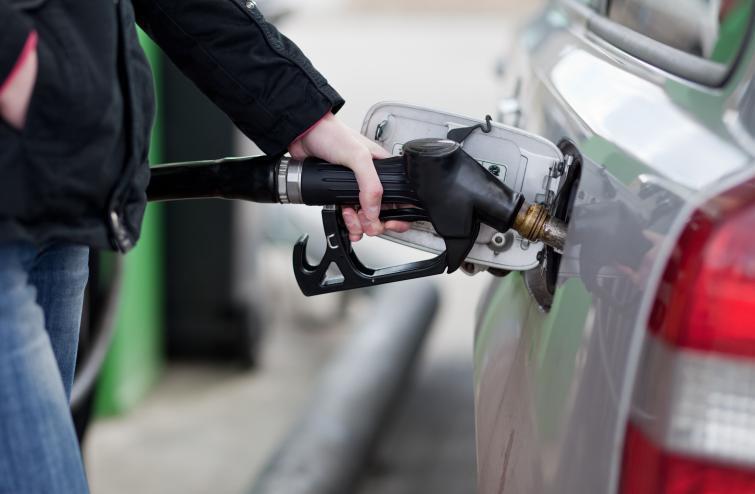 W tym roku paliwo jest tańsze niż dwanaście miesięcy wcześniej