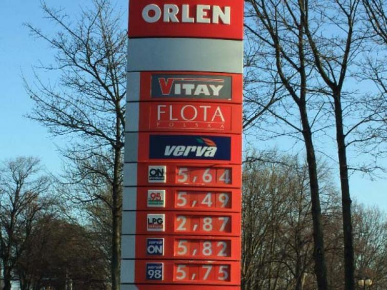 Ceny paliw: Trudno tankować taniej