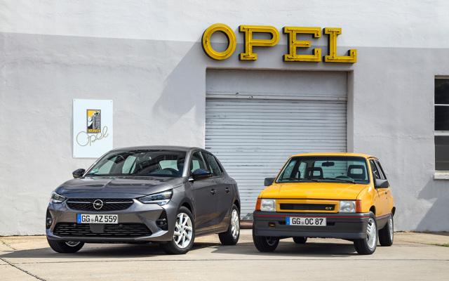 Na IAA do nowej Corsy dołączy gość specjalny – niezwykła Corsa GT z 1987 roku w żółtym kolorze. Ten youngtimer przejechał ze swojego ostatniego domu w Portugalii do Warsztatu Klasyków Opla (Opel Classic Workshop) w Rüsselsheim. Stamtąd Corsa GT pojedzie na targi IAA we Frankfurcie.  Fot. Opel