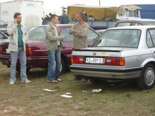 Fot. Maciej Pobocha: Giełdy pękają w szwach, a swoje samochody mają szansę sprzedać zawodowcy oferujący dobry towar po umiarkowanych cenach. Amatorzy – importerzy liczący na szybki zysk, maja kłopoty ze sprzedażą swoich pojazdów.
