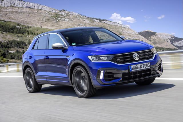 Volkswagen T-Roc R  Już można zamawiać topową wersję kompaktowego crossovera, napędzaną silnikiem o mocy 221 kW/300 KM, dysponującym momentem obrotowym o wartości 400 Nm.   Fot. Volkswagen