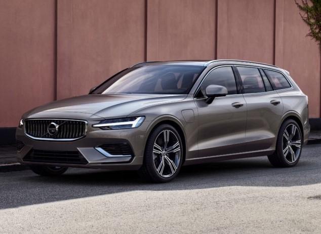 W V60 znajdą się dwie hybrydy typu plug-in bazujące na turbodoładowanych silnikach benzynowych. Będą to wersje T6 Twin Engine AWD 340 KM oraz T8 Twin Engine AWD 390 KM. Ofertę uzupełnią dwie wersje benzynowe T5 (254 KM) i T6 (310 KM) oraz dwa Diesle – D3 150 KM i D4 190 KM.  Fot. Volvo