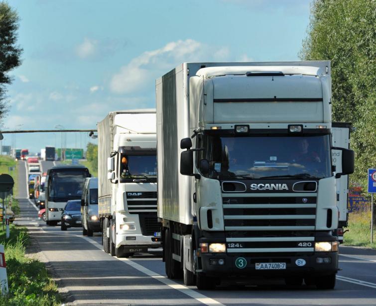 Zakaz jazdy ciężarówek podczas Euro 2012 - szykuje go rząd