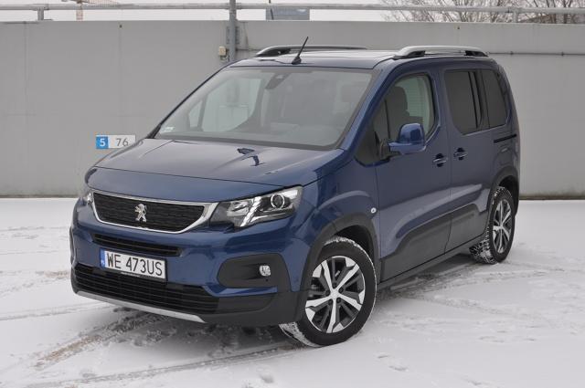 Peugeot Rifter to nowość w segmencie kombivanów. Bliźniak Opla Combo Life i Citroena Berlingo zachęca aktywne rodziny do tego, by odwróciły one swój wzrok od wszechobecnych SUV-ów. I ma ku temu solidne argumenty. W Motofaktach testujemy Riftera w wersji 1.5 BlueHDi o mocy 130 KM w odmianie GT Line.  Fot. Jakub Mielniczak