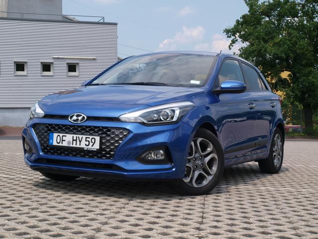 Hyundai i20.   Po czym poznaje się teraz nowy model samochodu? Po większym ekranie i mniejszym silniku. Hyundai i20 jest, a zarazem nie jest wyjątkiem.   Fot. Michał Kij