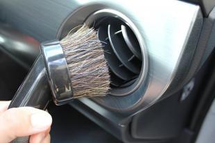 Czyszczenie wnętrza samochodu i pranie tapicerki. Poradnik