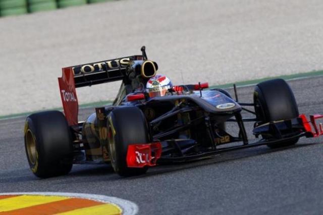 Nowy bolid Lotus Renault GP przetestowany przez Pietrowa