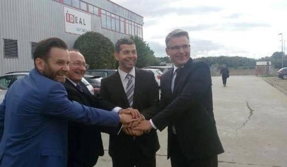 Dariusz Lesicki, Stanisław Iwan, prezes Stefan Frey i Janusz Kubicki niepełna rok temu podpisali porozumienie dotyczące fabryki w Nowym Kisielinie.  Fot. Łukasz Koleśnik