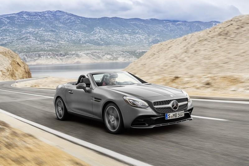 Mercedes SLC  Mercedes kończy porządkowanie nazewnictwa. Zmodernizowana wersja modelu SLK, która zadebiutuje w styczniu przyszłego roku podczas salonu samochodowego w Detroit, będzie oferowana pod oznaczeniem SLC.   Fot. Mercedes