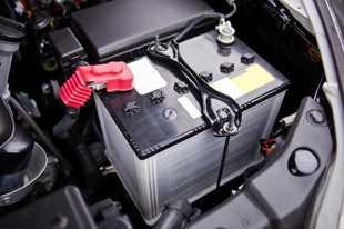 Akumulator latem. O tej porze roku także może sprawiać kłopoty