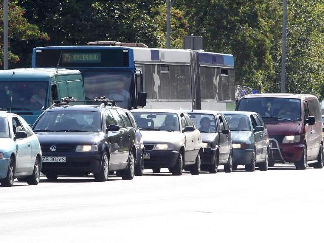 Szczecin: Nabrzeże Wieleckie: Kierowcy łamią przepisy, urzędnicy czekają