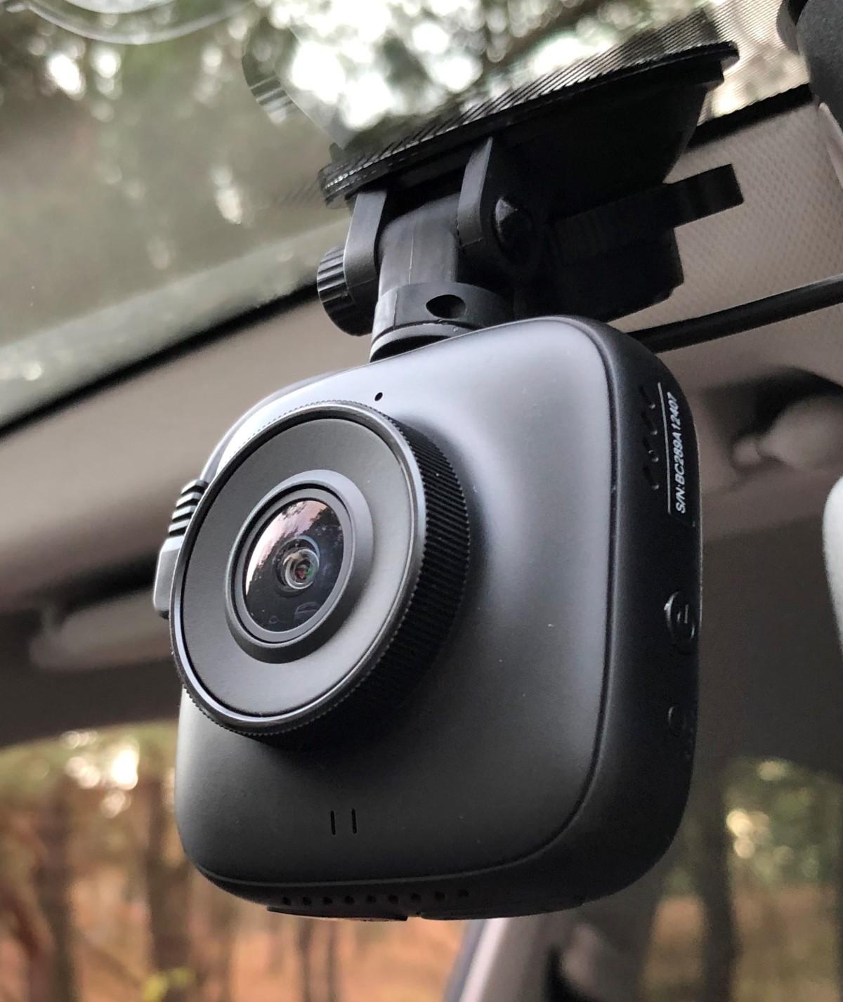 Prido i5 to budżetowy, niewielki wideorejestrator samochodowy. Przekonuje do siebie ładnie zaprojektowaną i wykonaną obudową, nie najgorszymi parametrami i atrakcyjną ceną. Przyjrzeliśmy się mu bliżej.  Fot. Paweł Piątek