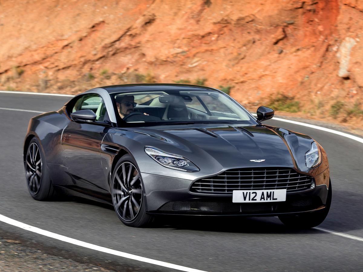 Aston Martin DB11  Za napęd odpowiada podwójnie doładowana, 5,2-litrowa V12 o mocy 600 KM i 700 Nm maksymalnego momentu obrotowego. Silnik współpracuje z ośmiobiegową automatyczną skrzynią ZF, która przekazuje moc na koła tylnej osi.   Fot. Aston Martin
