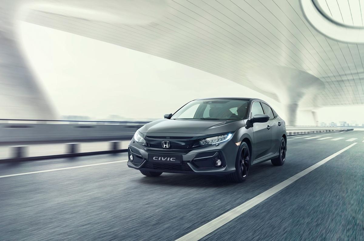 Zmiany w Hondzie Civic  obejmują drobny retusz stylizacji oraz ulepszenia systemu informacyjno-rozrywkowego i materiałów zastosowanych w kabinie. Fot. Honda