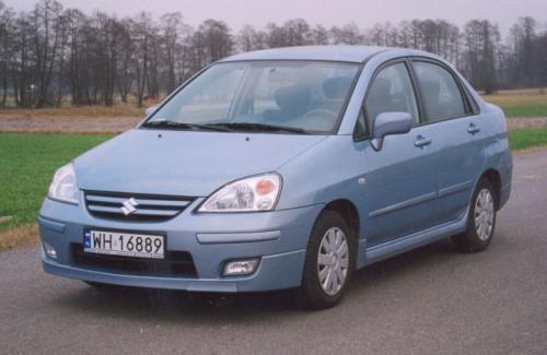 Fot. Zdzisław Podbielski: Suzuki Liana sedan jest droższą wersją nadwoziową od hatchbacka. Ma jednak przestronne wnętrze i duży bagażnik.