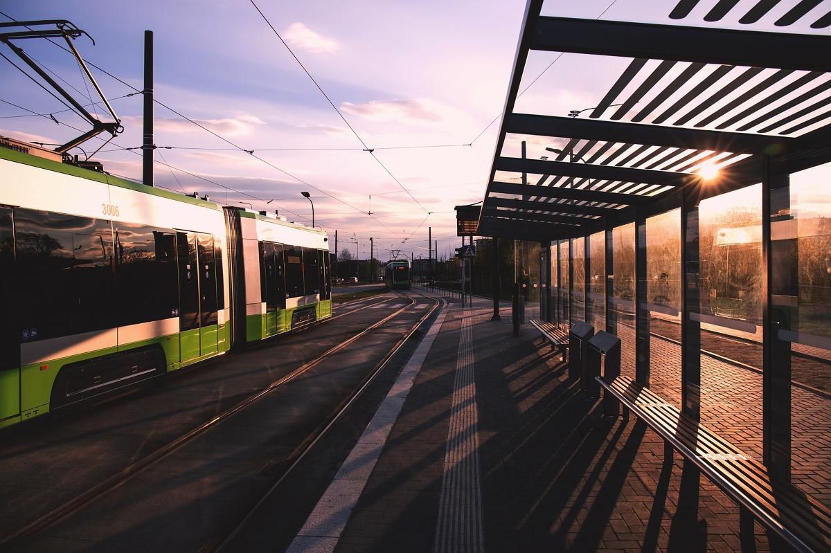 Jak co roku 22 września obchodzony jest Dzień bez samochodu. Wiele miast w Polsce kusiło kierowców darmową komunikacją miejską lub bezpłatnym rowerem miejskim, by zachęcić zmotoryzowanych do zmiany środka transportu.  Fot. materiały prasowe