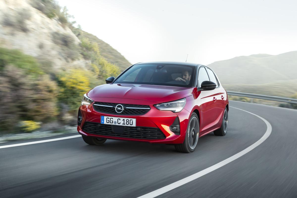 Opel Corsa   Sprzedaż pięciodrzwiowego samochodu o długości 4,06 m niemieckiego producenta rozpocznie się od wersji z silnikami benzynowymi i silnikami wysokoprężnymi o mocy od 75 KM do 130 KM).  Fot. Opel
