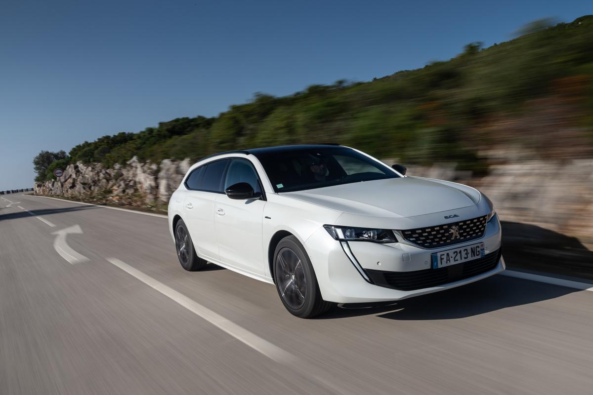 Na rynku pojawiła się nowa wersja modelu Peugeota 508 – SW, czyli kombi. Czy stworzenie samochodu dla rodzin było dobrym rozwiązaniem?  Fot. Peugeot