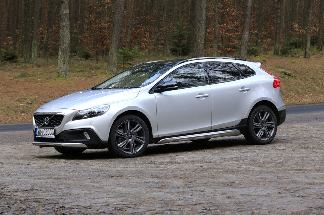 volvo v40 cross country d4 szwedzki crossover video. Black Bedroom Furniture Sets. Home Design Ideas