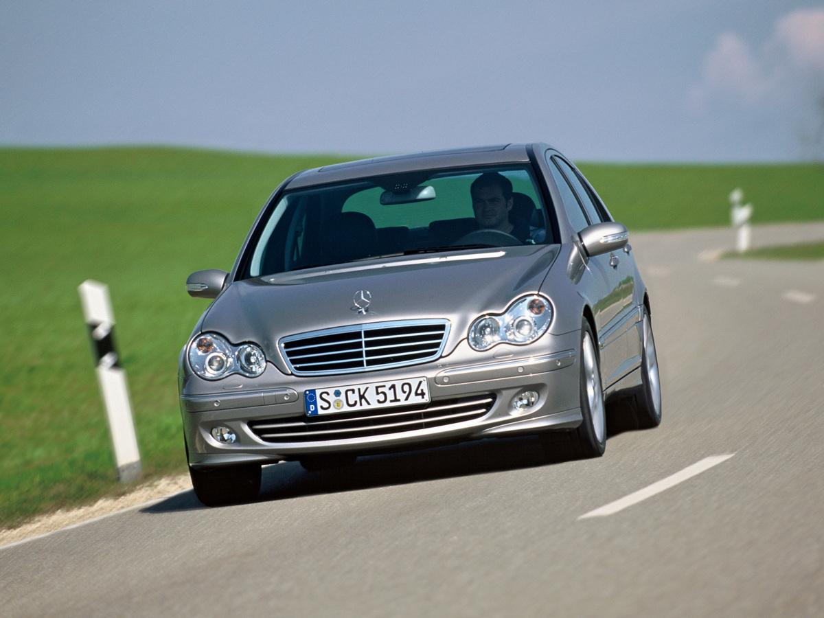 W opinii fanów marki, klasa C typoszeregu W203 uważana jest za jedną z gorszych w historii. Czy taka ocena jest uzasadniona i czy mimo takiego piętna ciążącego nad tym modelem, rzeczywiście należy go unikać?  Fot. Mercedes