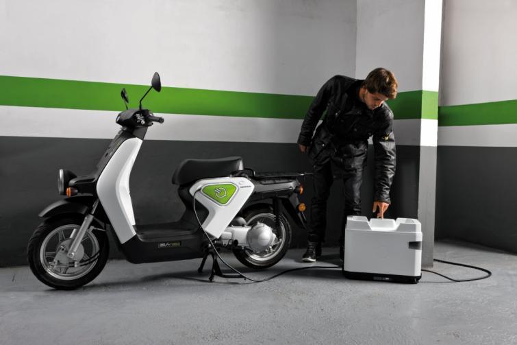 Honda EV-neo - elektryczny skuter w rękach Hiszpanów