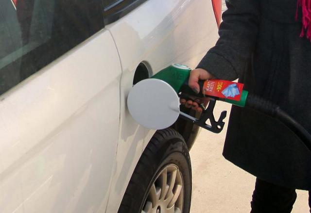 Tańszy olej napędowy. Benzyna znów droższa