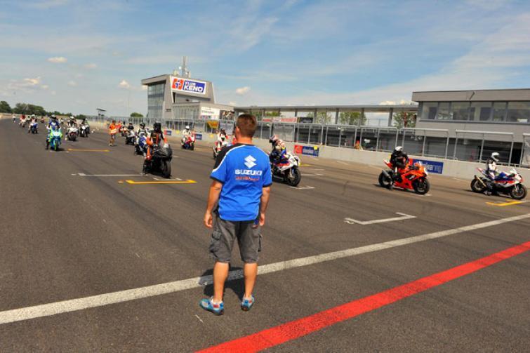 Kup motocykl Suzuki a pojedziesz na słowacki lub węgierski tor