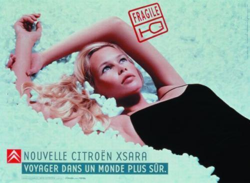 Fot. Citroen: Trzeba opracować chwytliwe hasło reklamowe i dla pewności zaangażować supermodelkę. Na zdjęciu Claudia Schifer reklamująca Citroena Xsarę.