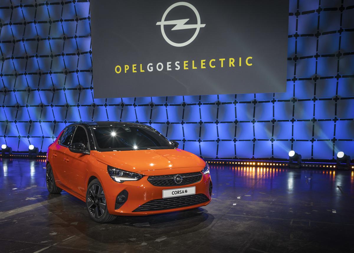 Opel Corsa-e  Elektryczny Opel Corsa ma uzyskiwać zasięg do 330 kilometrów, a ładowanie akumulatorów 50kWh do stanu 80% ma trwać około 30 minut.   Fot. Opel