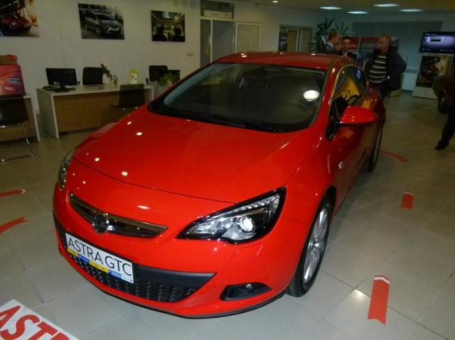 Opel Astra GTC i Zafira Tourer - nowości w salonach. Zdjęcia