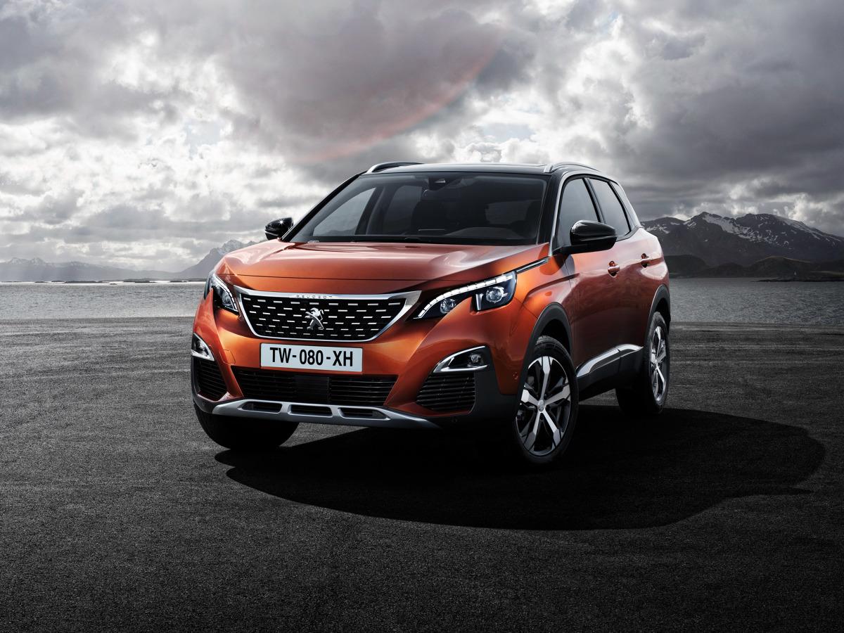 Peugeot 3008  Auto w podstawowej wersji 1.2 PureTech 130 KM kosztuje tyle samo co Skoda Kodiaq z silnikiem 1.4 TSI o mocy 125 KM, czyli 89 900 zł.  Fot. Peugeot