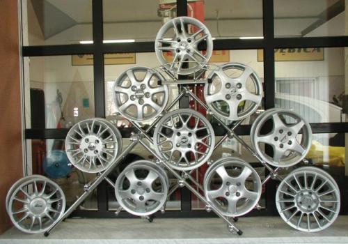 Fot. Irek Dorożański:   Na naszym rynku oferta obręczy aluminiowych jest bogata. Ceny – od 340 do 3 tys. zł za sztukę.